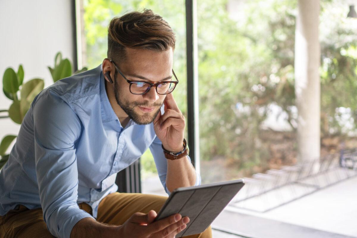 De Thone NC true wireless bluetooth oordoppen zijn speciaal gemaakt voor op je werk. Of je nu thuis werkt, of op een flexplek zit.
